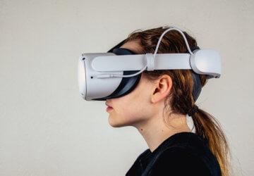 Facebook starts testing ads inside Oculus VR headsets